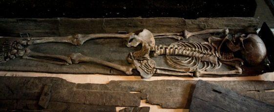 skeleton-with-intact-coffin-from-Swinegate-York-2